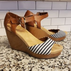 Dr. Sholl's blue and white striped wedges